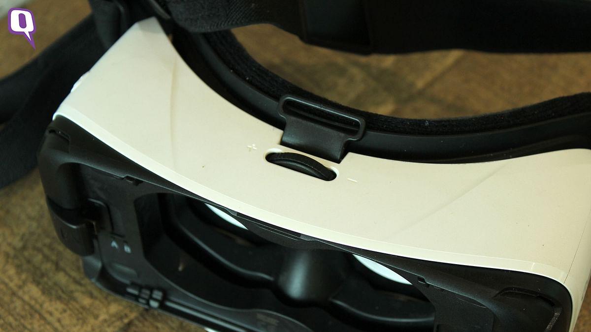 Focus wheel on the Samsung Gear VR. (Photo: <b>The Quint</b>)