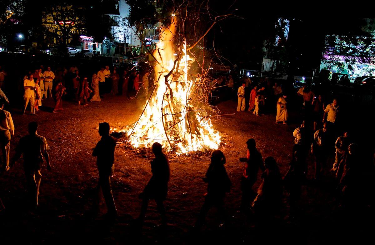 """Holika burning (Photo: <a href=""""http://www.totalbhakti.com/hindu-blog/Holika_Dahan/856.html"""">Totalbhakti.com</a>)"""