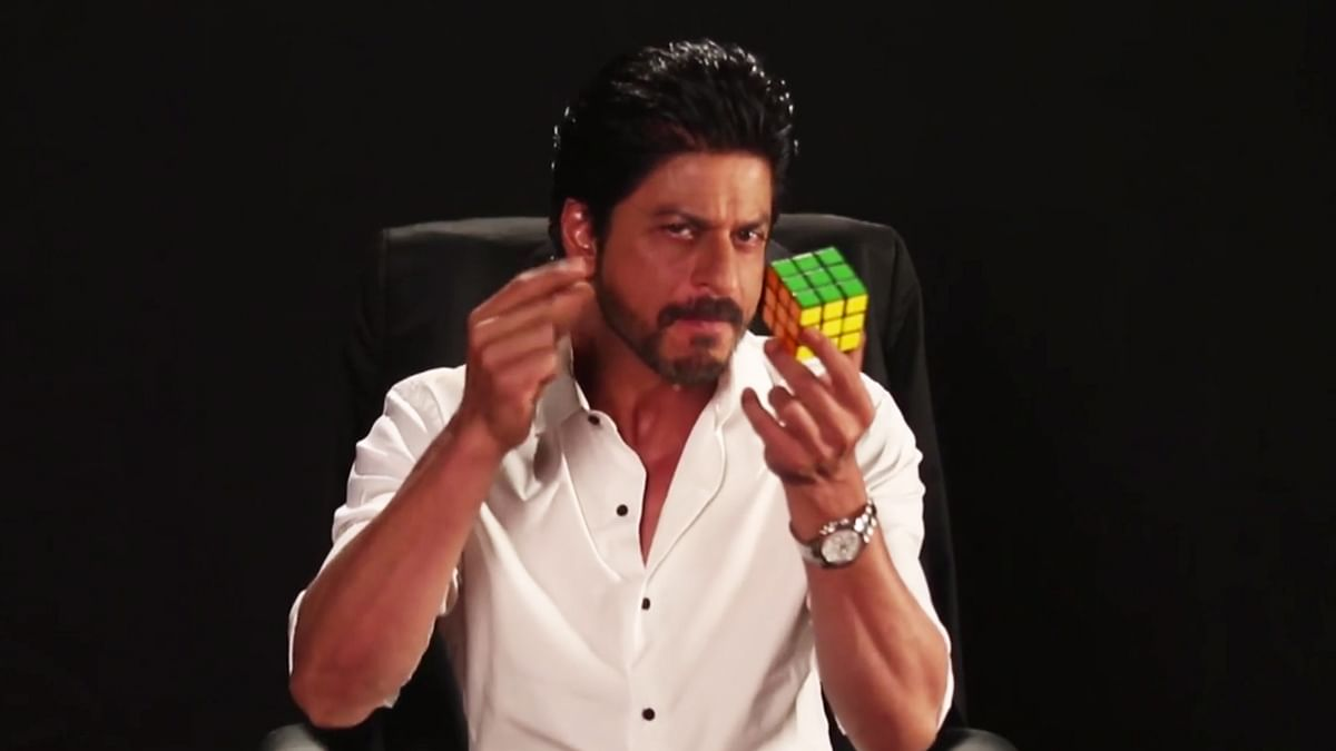 Shah Rukh Khan obliges Twitter fans with some crazy tricks! (Photo: Twitter/@FanTheFilm)