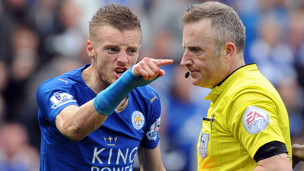 Leicester City's Jamie Vardy gestures to referee Jonathan Moss after being given a second yellow card and sent off being sent off during the match against West Ham United  (Photo: AP)