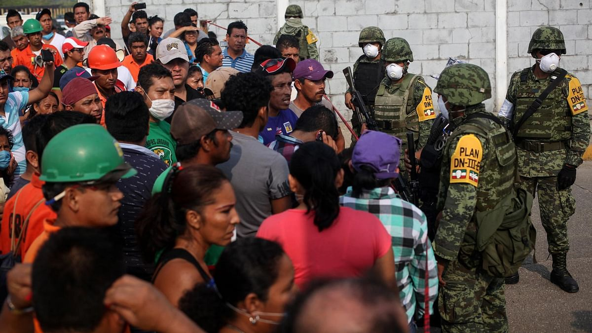 Mexican navy marines form a cordon in front of workers and relatives trying to obtain information outside the Pajaritos petrochemical complex in Coatzacoalcos, Mexico, Thursday, April 21, 2016. (Photo: AP)
