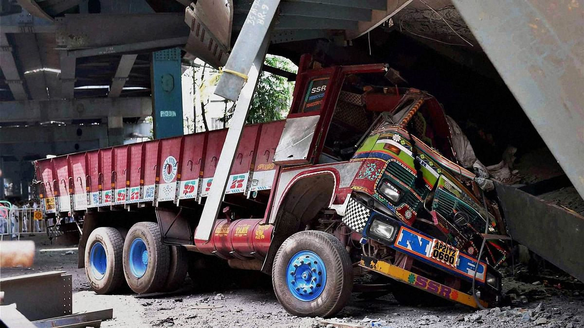 A truck crushed and trapped at the spot where an under-construction flyover collapsed on Vivekananda Road in Kolkata on Friday, 1 April 2016. (Photo: PTI)