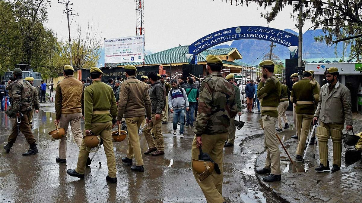 Police and CRPF personnel at National Institute of Technology (NIT) following tensions between the local and non-local students of the institute in Srinagar on Wednesday, 6 April 2016. (Photo: PTI)