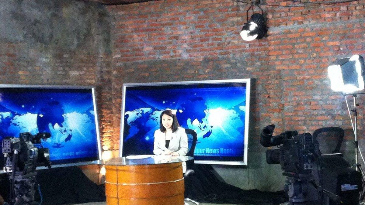 Journalist Shivani Chemjong anchoring a bulletin at a makeshift newsroom. (Photo courtesy: Shivani Chemjong/ <b>The Quint</b>)