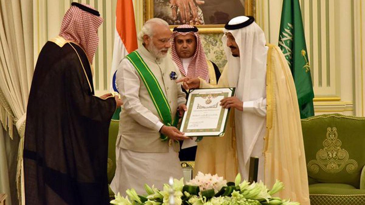 "Modi was conferred  with Saudi Arabia's highest civilian honour by king Abdul Aziz Shah. (Photo Courtesy: <a href=""https://twitter.com/MEAIndia/status/716651198028197888"">MEA</a>)"