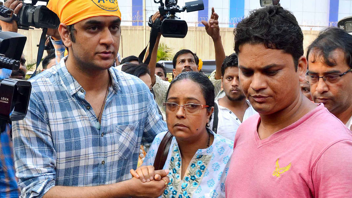File photo of Pratyusha'€™s mother (centre) Shoma Banerjee.  (Photo: Yogen Shah)