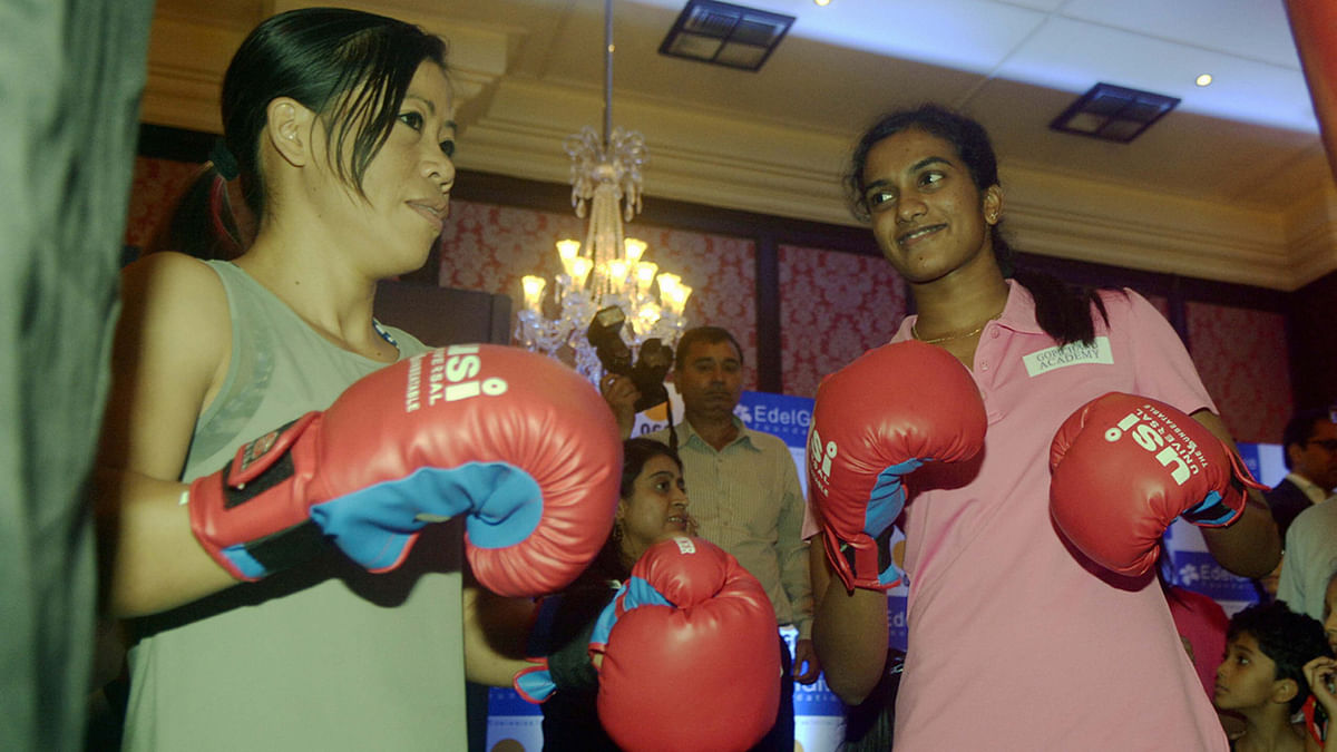 Boxer Mary Kom and Indian badminton player PV Sindhu during a programme in  Mumbai, on 24 September 2015. (Photo: IANS)