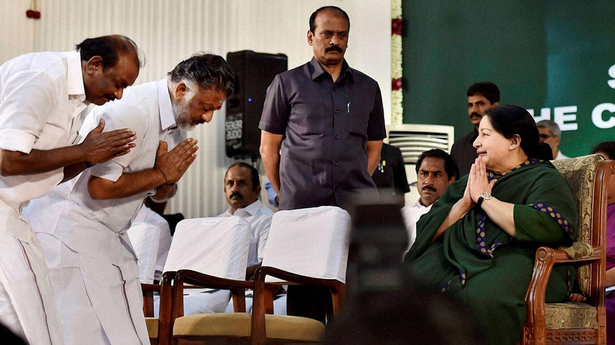 O Panneerselvam and TN Chief Minister J Jayalalithaa. (Photo Courtesy: <i>The News Minute</i>)