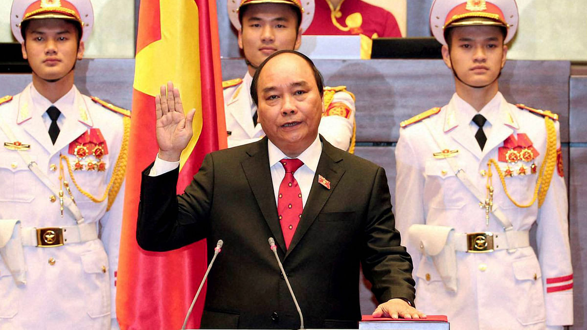 Nguyen Xuan Phuc takes oath after being elected Prime Minister, in Hanoi, Vietnam, April 7, 2016 (Photo: PTI)