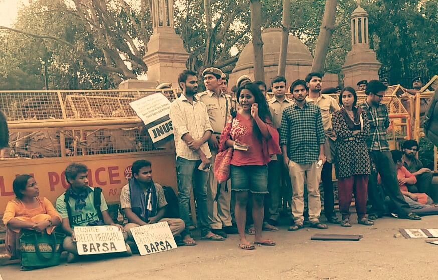 """Hostel deadlines curb women's access to university and public resources.&nbsp;(Photo Courtesy: <a href=""""https://www.facebook.com/pinjratod/photos"""">Facebook/Pinjra Tod</a>)"""