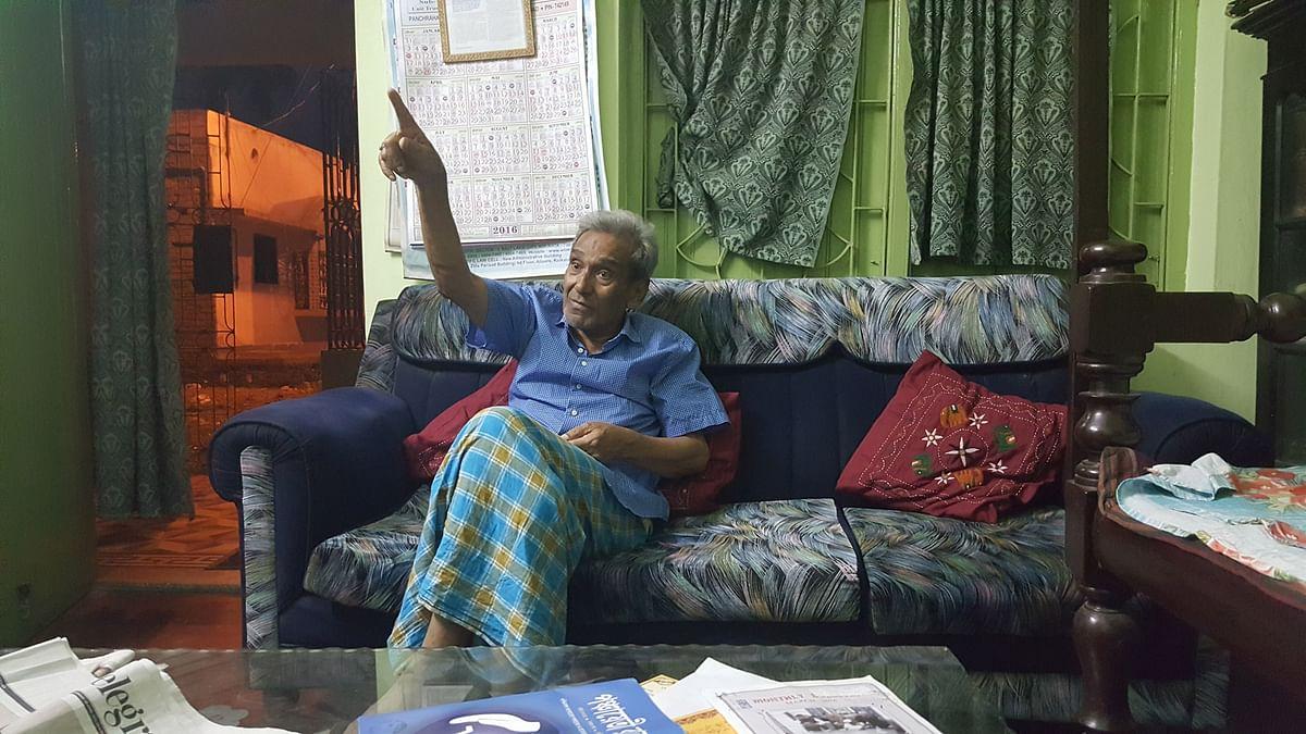 Dr SM Reza Ali Khan, a direct descendent of the nawab of Bengal Siraj-ud-Daula's army commander Mir Mohammad Jaffer Ali Khan, at his residence in Lalbag, Murshidabad. (Photo: Chandan Nandy/ <b>The Quint</b>)