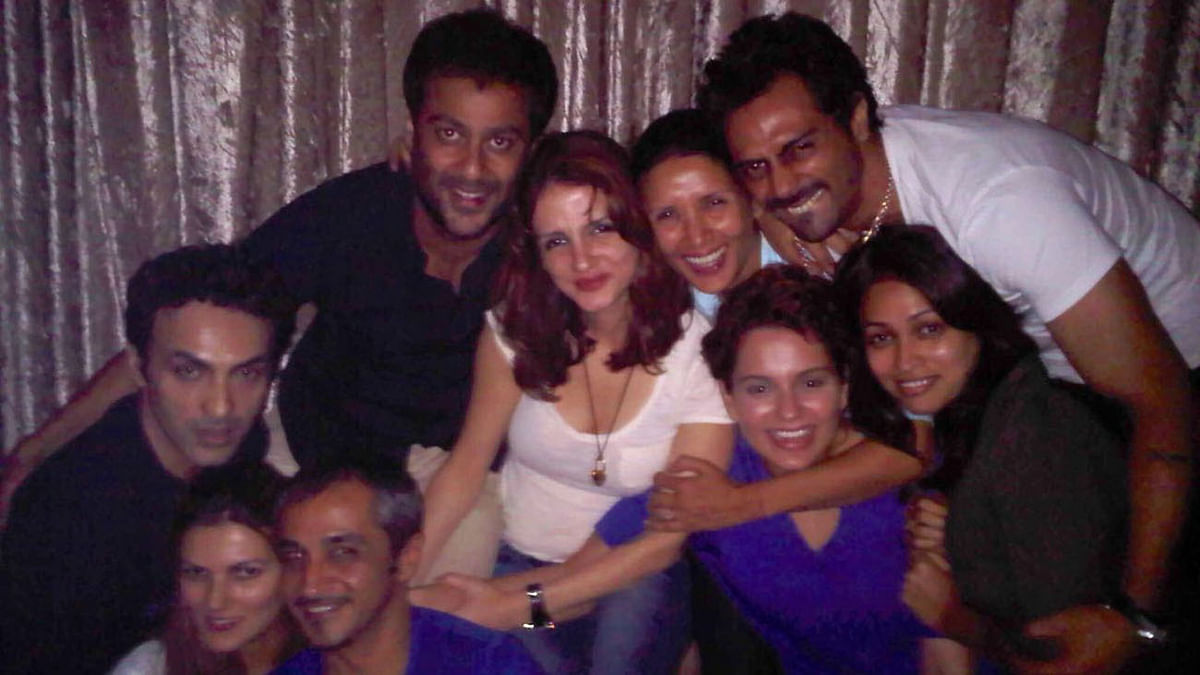 Sussanne Khan with Arjun Rampal and Kangana Ranaut along with other friends.