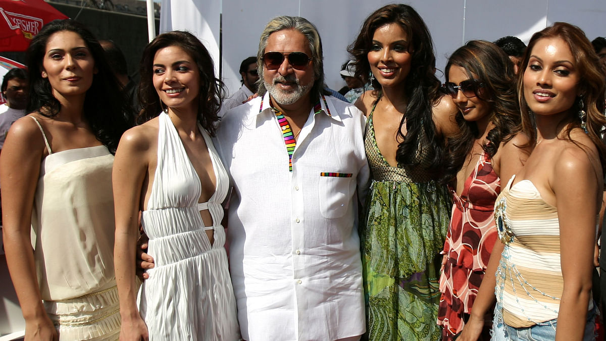Vijay Mallya (C) poses with models featured in Kingfisher's Swimsuit Special 2007 calendar at a function in Mumbai (Photo: Reuters)