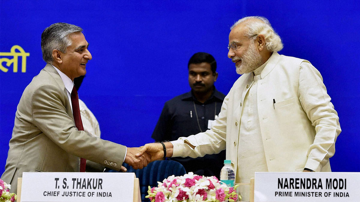Narendra Modi shakes hands with Chief Justice of India TS Thakur during the inauguration of Joint Conference of Chief Ministers and Chief Justices. (Photo courtesy: PTI)