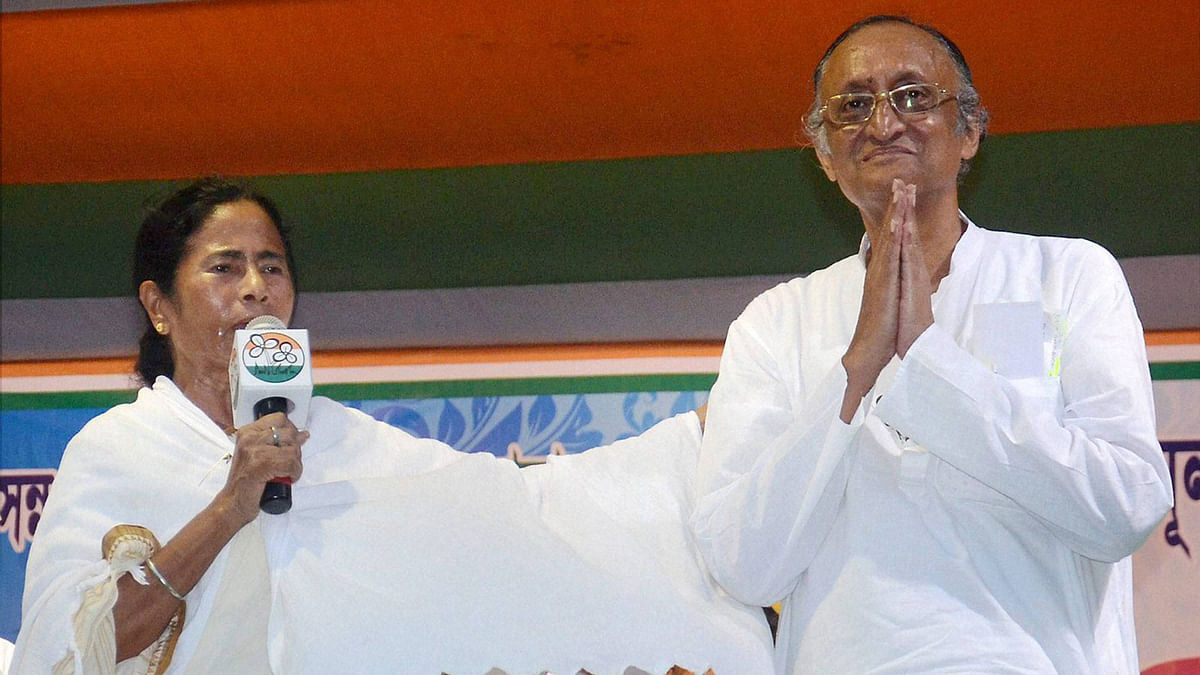 TMC supremo Mamata Banerjee with party candidate Amit Mitra at an election campaign rally. (Photo: PTI)