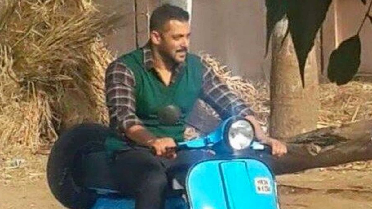 """Salman Khan riding a scooter for the movie, Sultan. (Photo: <a href=""""https://twitter.com/BSKFanClub?ref_src=twsrc%5Etfw"""">Salman Khan Fan Club Twitter</a>)"""