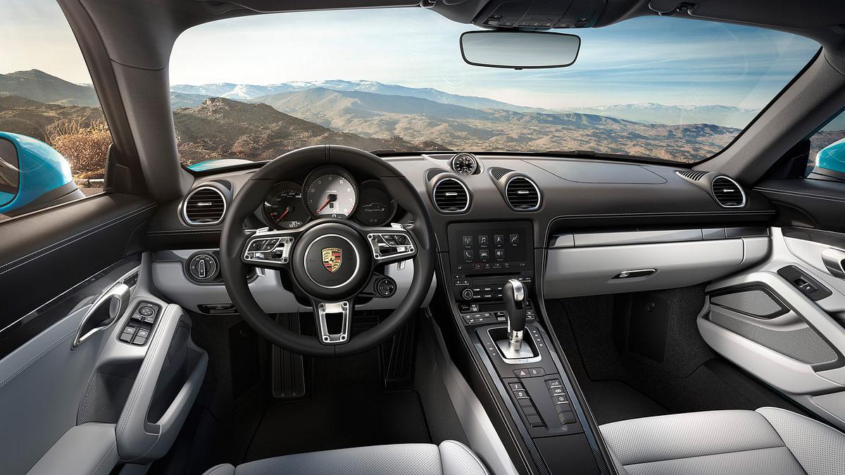 Porsche 718 Cayman interiors. (Photo: Porsche)
