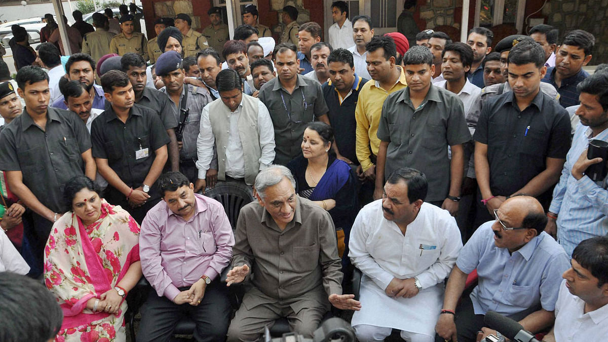 Rebel Congress leader Vijay Bahuguna, along with other rebel Congress MLAs, at a press conference at his official residence in Dehradun on Thursday. (Photo: PTI)
