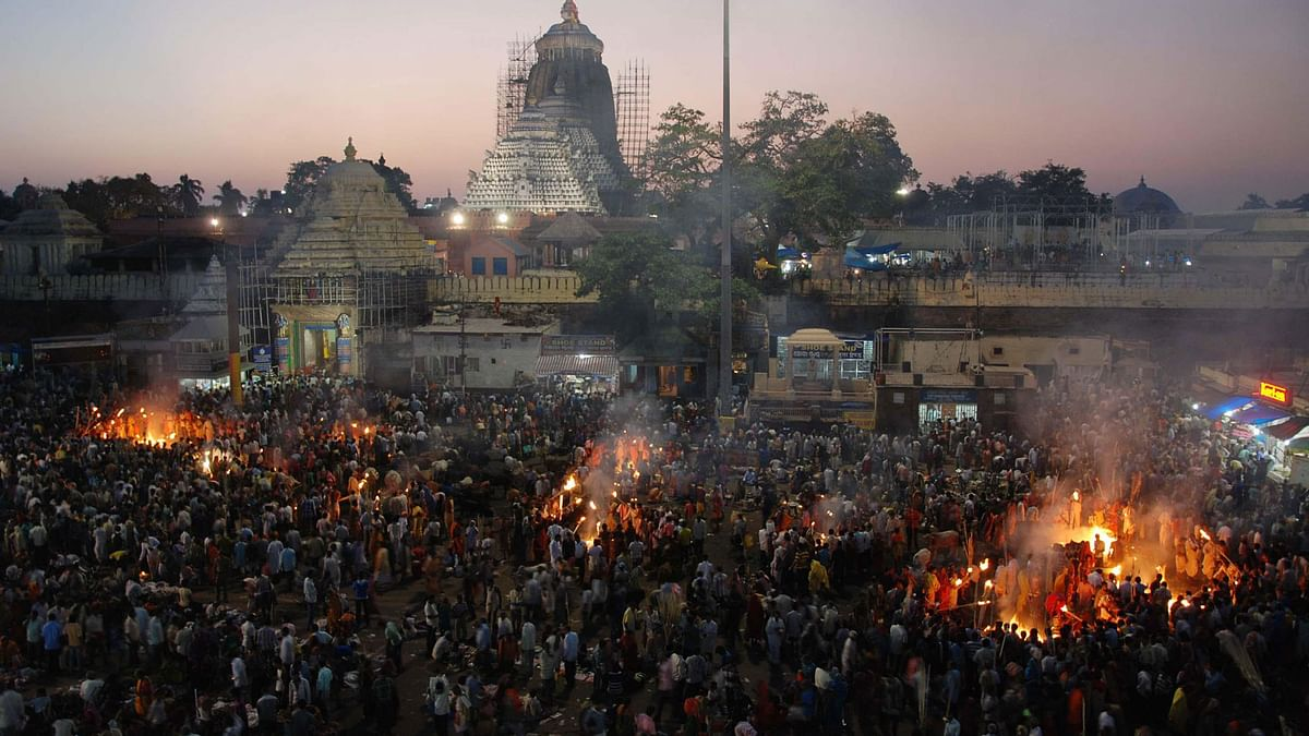 Devotees witness the rituals being performed at the lord Jagannath Temple to pay homage to their ancestors in Puri on the occasion of Diwali. (Photo Courtesy: IANS)
