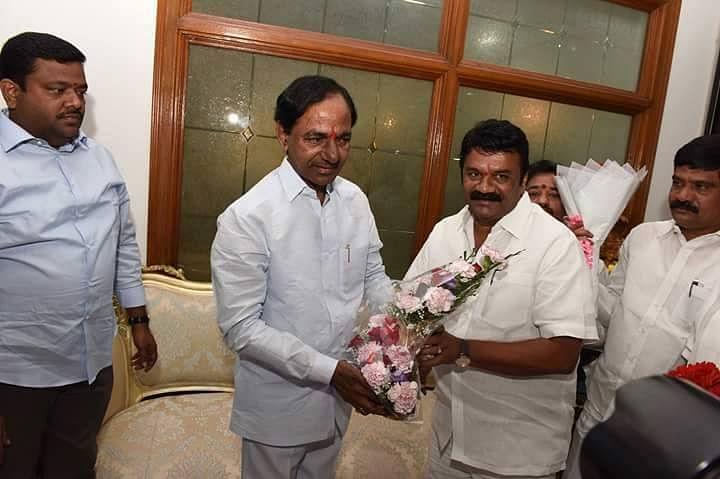 "Talasani Srinivas Yadav with Telangana Chief Minister KC Rao. (Photo: <a href=""https://www.facebook.com/photo.php?fbid=1557304881227804&amp;set=pb.100008449202325.-2207520000.1459471004.&amp;type=3&amp;theater"">Facebook</a>)"