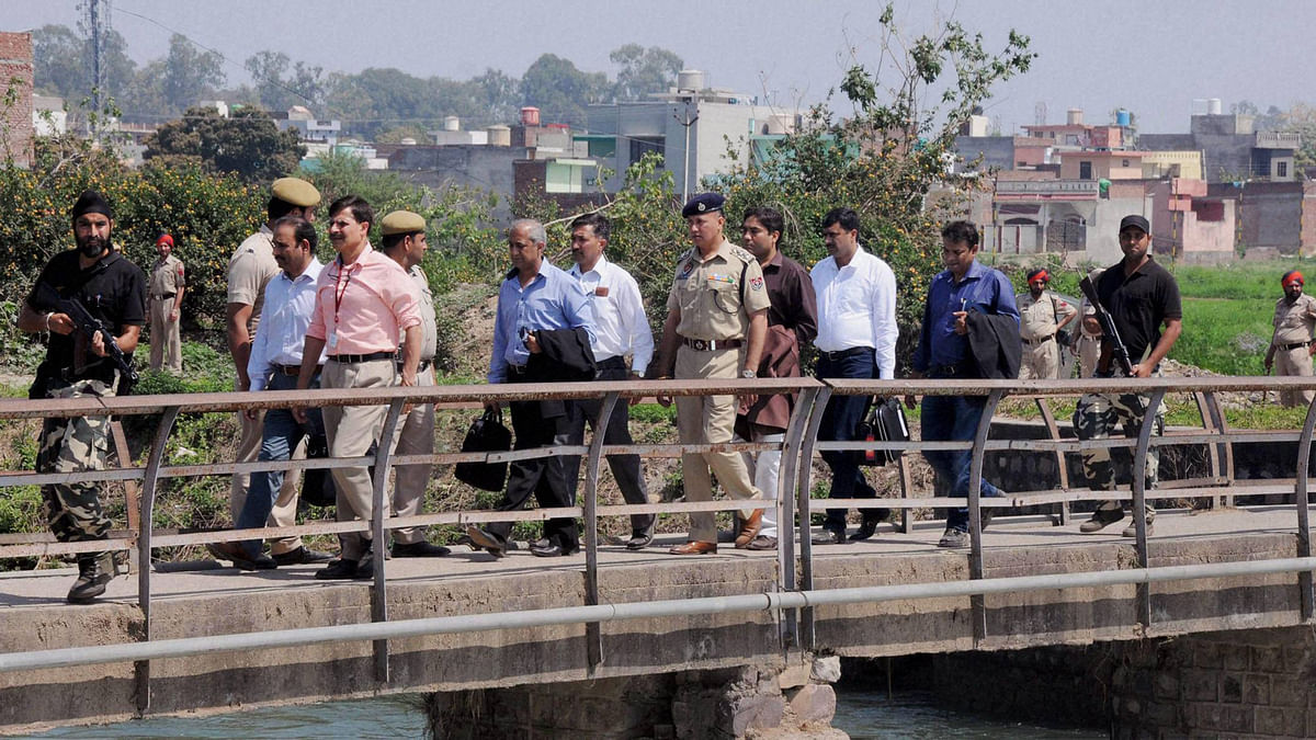 Pakistani Joint Investigation Team returning after their investigation inside Pathankot IAF base on Tuesday. (Photo: PTI)