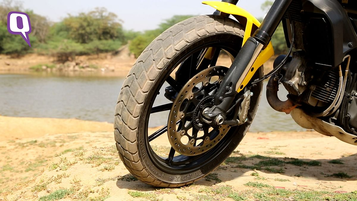 The Brembo brakes come fitted with ABS and have great feedback. (Photo: Siddharth Safaya/<b>The Quint</b>)