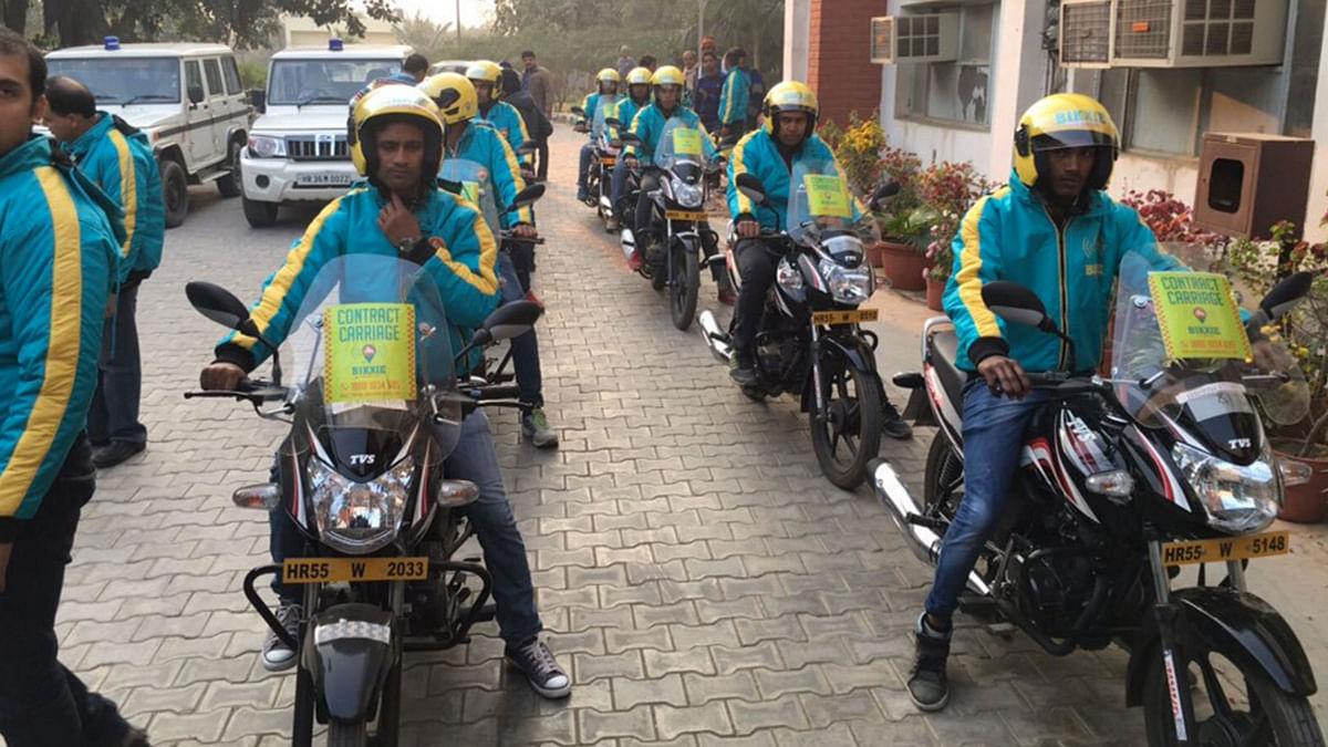 "Riders of Bikxie, the bike taxi service. (Photo Courtesy: <a href=""https://twitter.com/BikxieTaxi/status/683994062190325760"">Twitter/@BikxieTaxi</a>)"