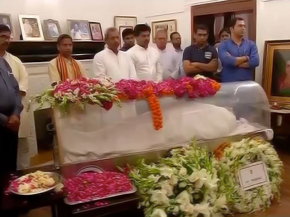 During the funeral of Kamla Advani, BJP leader LK Advani's wife, on the night of Wednesday, 6 April 2016. (Photo Courtesy: ANI)