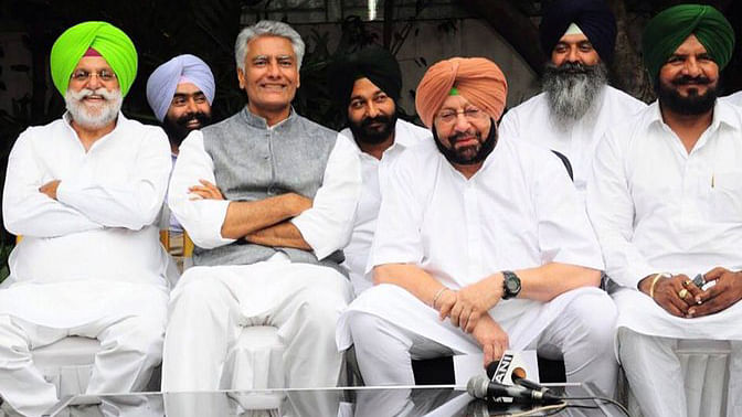 """State Congress Chief, Amarinder Singh (second from right) with party members. (Photo Courtesy:  Facebook/<a href=""""https://www.facebook.com/Capt.Amarinder/photos/pb.189701787748828.-2207520000.1448662032./1023025797749752/?type=3&amp;amp;theater"""">Amarinder Singh</a>)"""