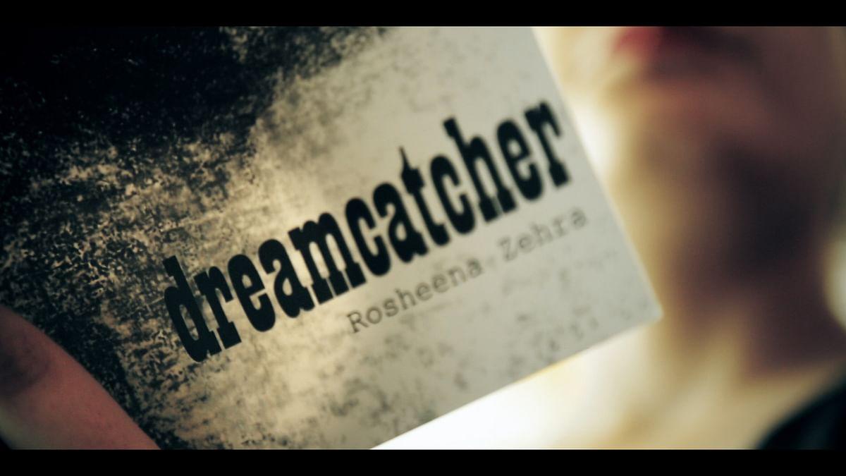 'Dreamcatcher' is Rosheena Zehra's debut novel. (Photo: <b>The Quint</b>/Siddharth Safaya)