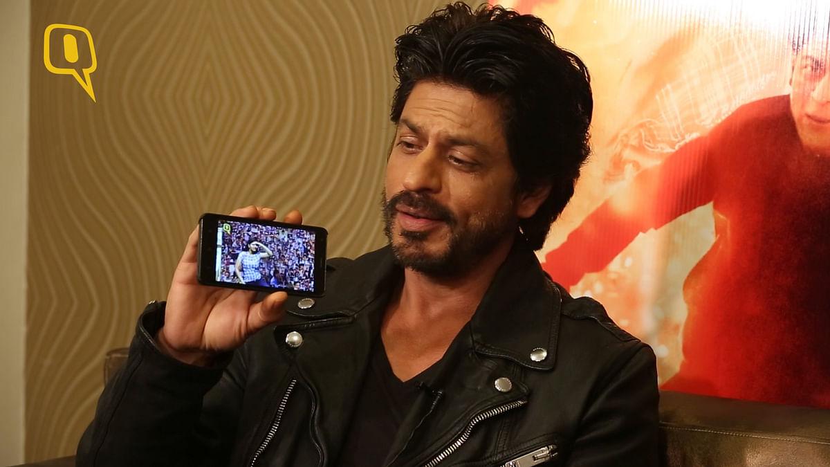 Shah Rukh Khan watching <b>The Quint</b>'s video.