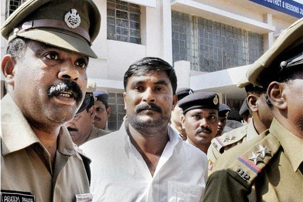 "Ramesh Jena being taken to police custody. (Photo: <a href=""https://twitter.com/Prameyanews7/status/711849271633403904"">Twitter</a>)"