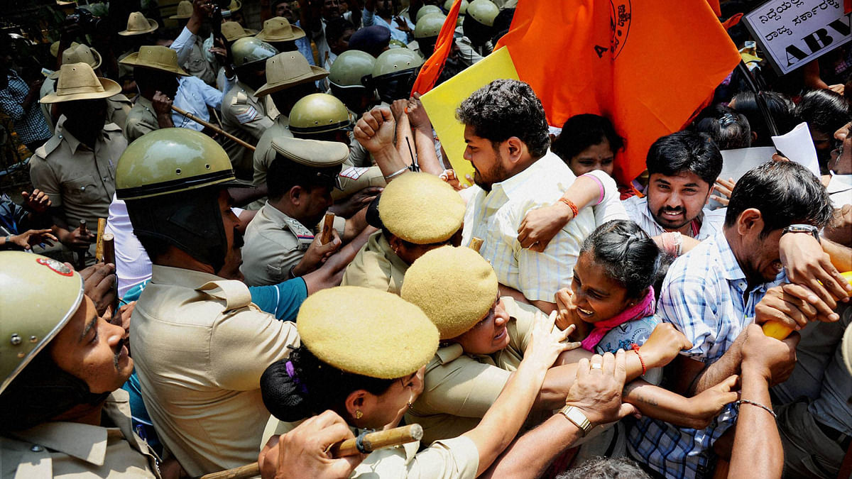 Police trying to stop ABVP activists and students from entering the PU Board office premises in Bengaluru on Friday. (Photo: PTI)