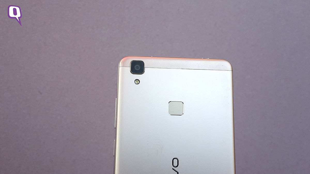 The 13-megapixel camera at the back does not have dual-LED flash.  (Photo: <b>The Quint</b>)