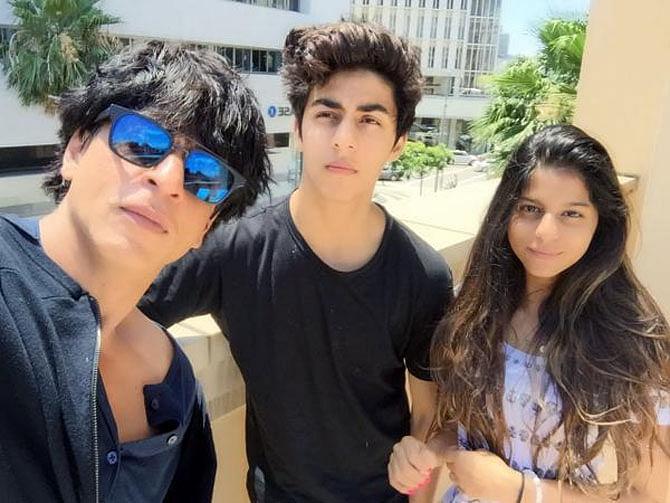 Shah Rukh Khan with his kids Aryan and Suhana (Photo courtesy: Twitter)