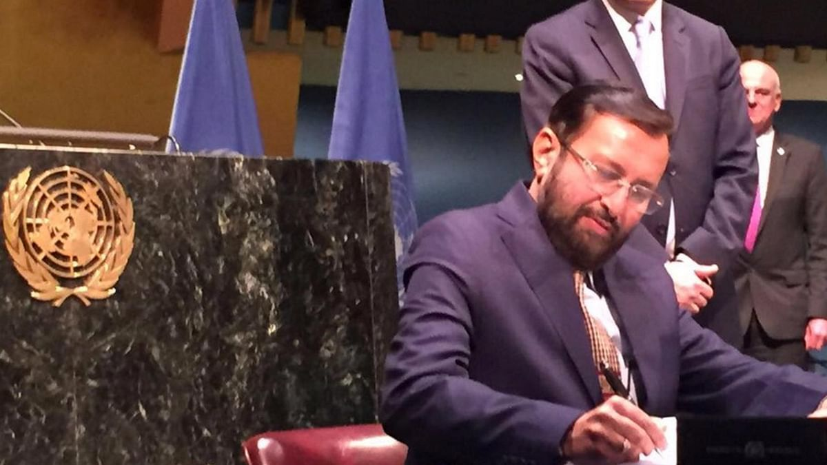 """Environment Minister Prakash Javadekar signing the Paris Climate Change agreement in New York on Friday, 22 April 2016. (Photo Courtesy: <a href=""""https://twitter.com/PrakashJavdekar/status/723557440315351041"""">Twitter.com/@PrakashJavdekar</a>)"""