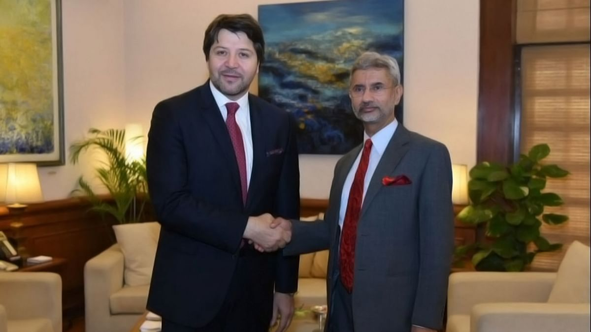 """Foreign Secretary S Jaishankar (right) meets Afghan counterpart Hekmat Karzai ahead of Heart of Asia Conference on Tuesday, 26 April 2016. ( Photo Courtesy: <a href=""""https://twitter.com/MEAIndia/status/724820759248523265"""">Twitter.com/@MEAIndia</a>)"""