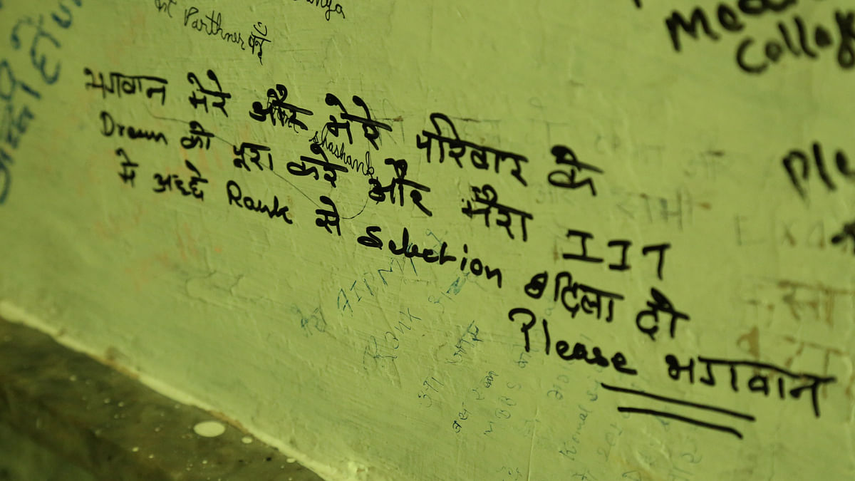 Prayers scribbled on the walls of Kota's Radhe Shyam temple are indicative of the kind of the pressure students are under. (Photo: <b>The Quint</b>)