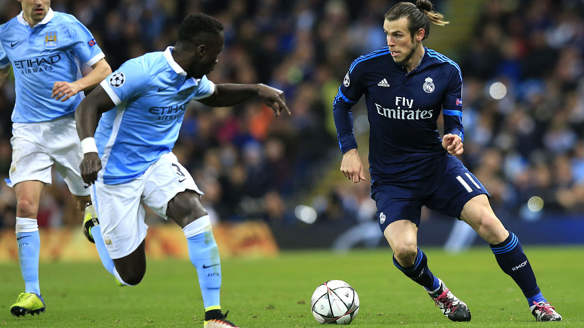 Bale fights for the ball against Manchester City's Bacary Sagna during the first leg. (Photo: AP)