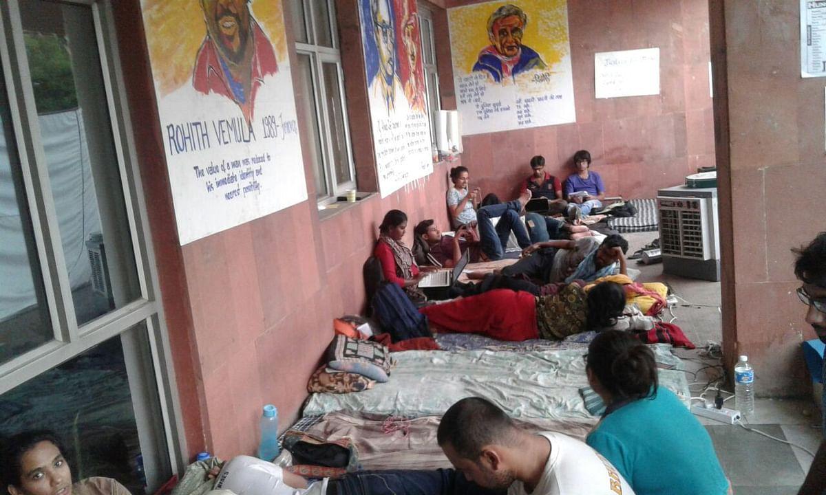 JNU students during the hunger strike. (Photo: JNUSU President Media Group)