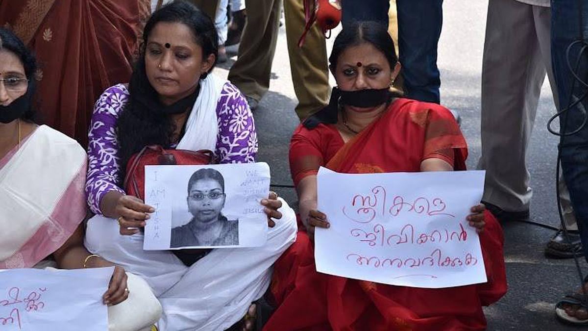 "Women protest Jisha's rape and murder in Kerala. (Photo: <a href=""https://www.facebook.com/cpimcc/?fref=photo"">CPIM's Facebook page</a>)"