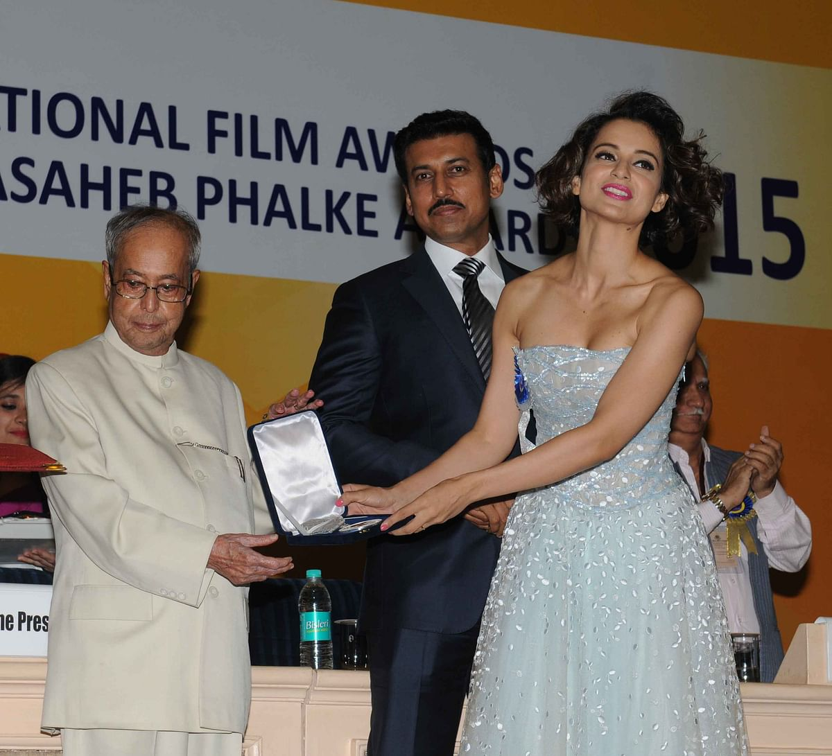 Kangana Ranaut receives the National Award for Best Actress from the President of India (Photo: Yogen Shah)