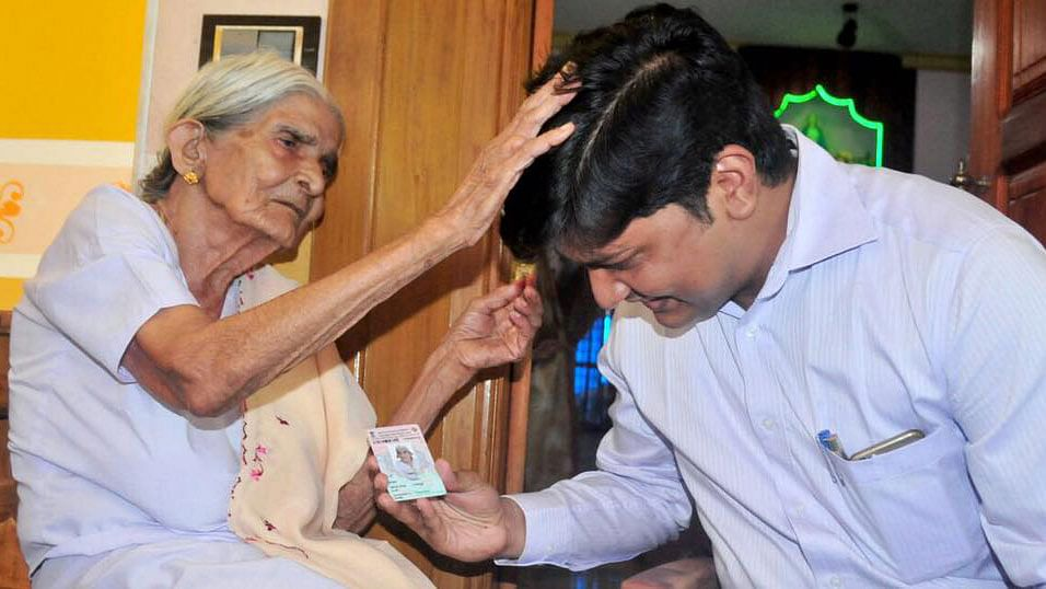 """100-year-old poll mascot, Thressiama receives her voter identity card in Kerala's Kannur district. (Photo: Collector Kannur's <a href=""""https://www.facebook.com/collectorkannur/photos/pcb.992254920871362/992253394204848/?type=3&amp;theater"""">Facebook page</a>)"""