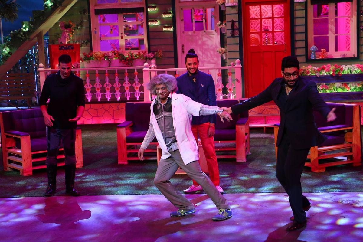 Abhishek and Sunil on stage during <i>The Kapil Sharma Show. </i>(Photo courtesy: Sony)
