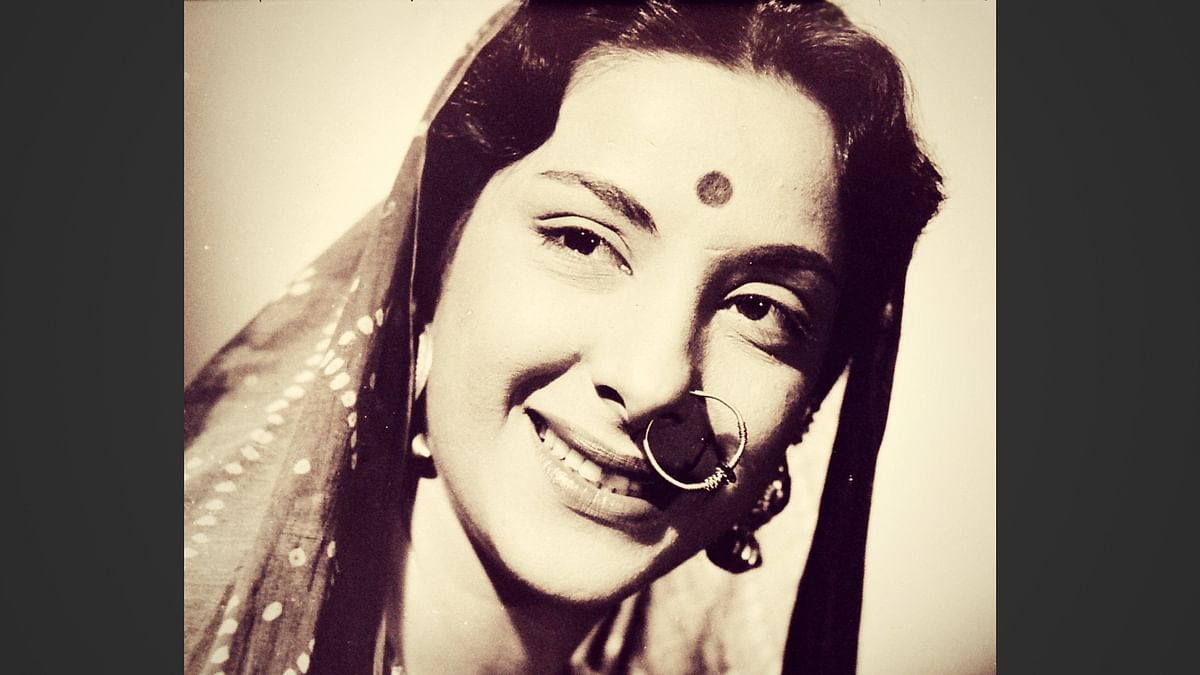 Nargis Dutt played the lead role in Mother India.