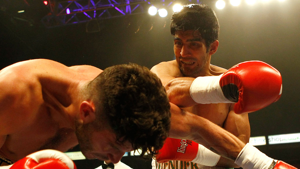 Vijender Singh throws a right hook at Sonny Whiting during his first ever pro-boxing bout at Manchester Arena (Photo: Reuters)