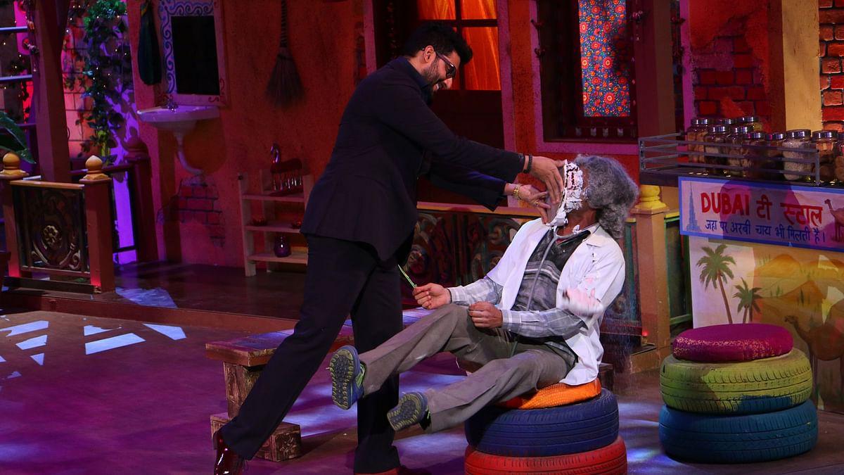 Abhishek Bachchan politely offers a cake to Sunil Grover (Photo courtesy: Sony)