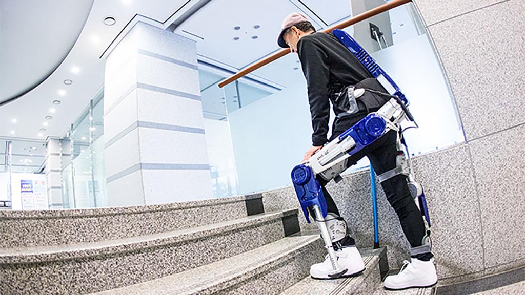 Hyundai's wearable robot makes you look like a Cybertron. (Photo: Hyundai)