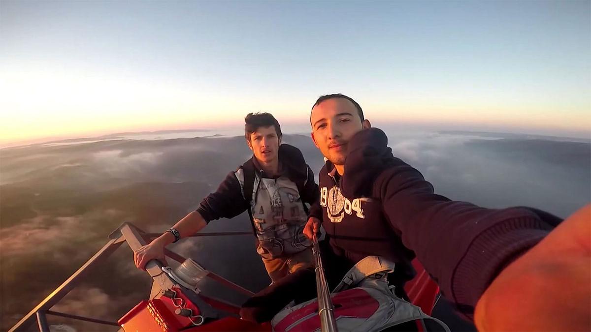 These Boys Climbed Turkey's Tallest Bridge for a Selfie!