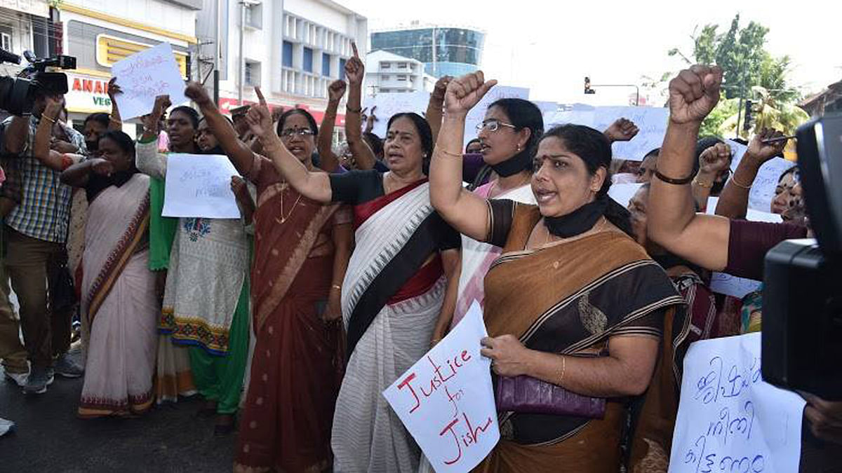 "Women protest Jisha's brutal rape and murder. (Photo Courtesy: <a href=""https://www.facebook.com/cpimcc/?fref=photo"">CPIM's Facebook page</a>)"